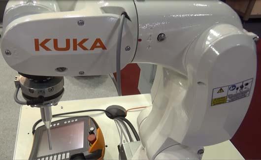 A KUKA KR 3 AGILUS robot az Automotive Hungary kiállításon.