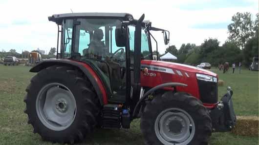 Pohl Marietta a női traktoros ügyességi versenyen
