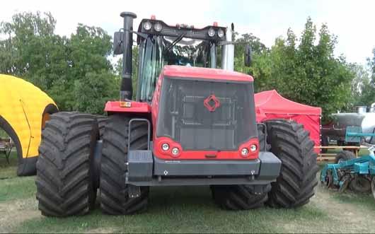 Kirovec traktor a kiállításon
